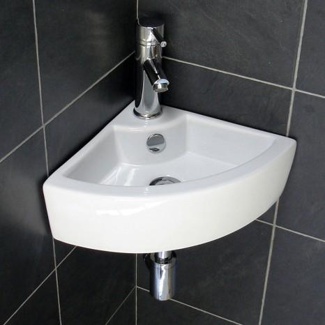 Ta umywalka z pewnością nie zabirze wiele miejsca, jednak codzinne korzystanie z niej z pewnścią nie będzie wygodne.